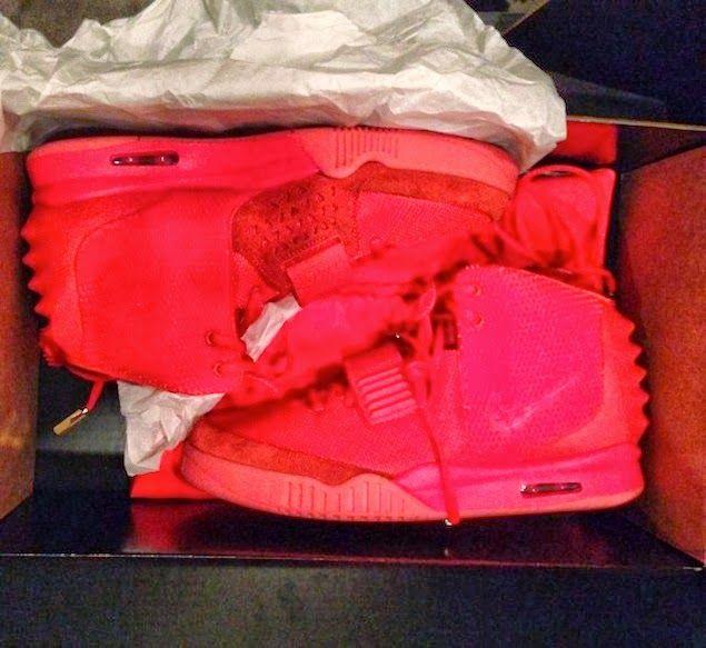 Kim Kardashian posta no Instagram primeira foto completa das Nike Air Yeezy 2 'Red Octobers' |BLACKANISMO #RedOctober #Yeezus