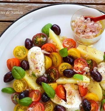 Inspirée par une recette du magazine VitalFood, Nathou réalise une salade compotée très gourmande à base de la célèbre association caprese : tomate basilic mozzarella. Un délice proposé pour le jeu concours Entrées et salades d'été.