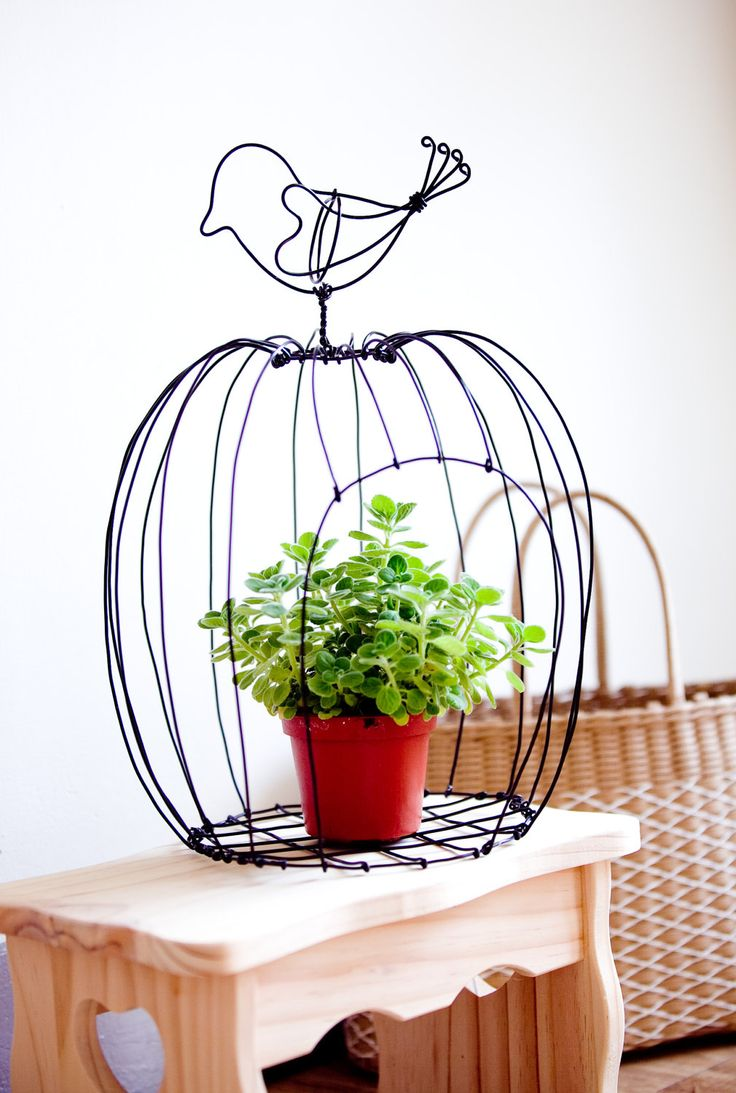 Wire birdcage for the garden - from Craftster. Take wire and twist! This is just lovely. I'm off to the ferreteria to buy wire!