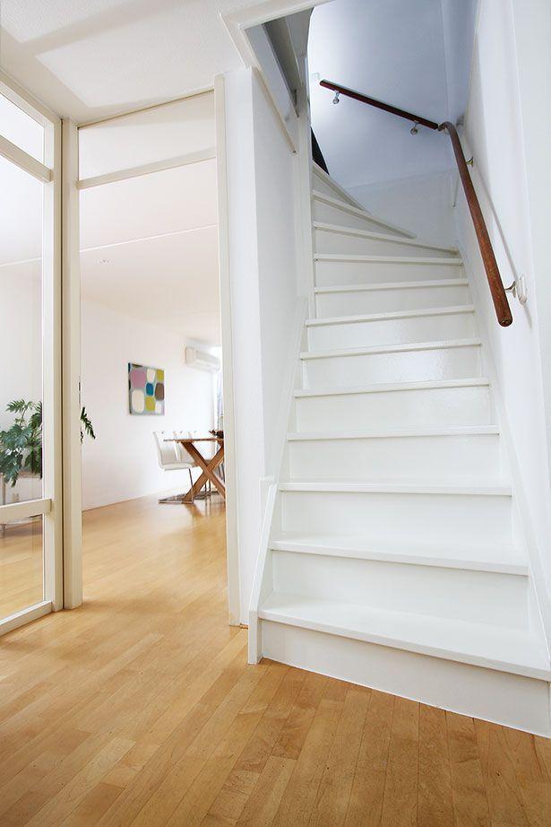 17 beste idee n over geschilderde trap op pinterest trappen schilderen verf trap en kelde - Gang decoratie met trap ...