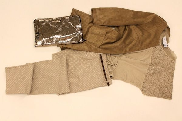 pantalone, t-shirt con pizzo, giacca in alcantara : GAIA LIFE