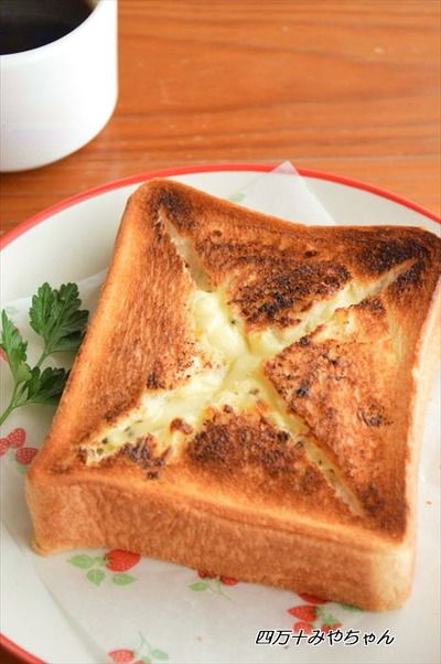 とろ~りチーズがあふれ出す!チーズフォンデュ風トースト