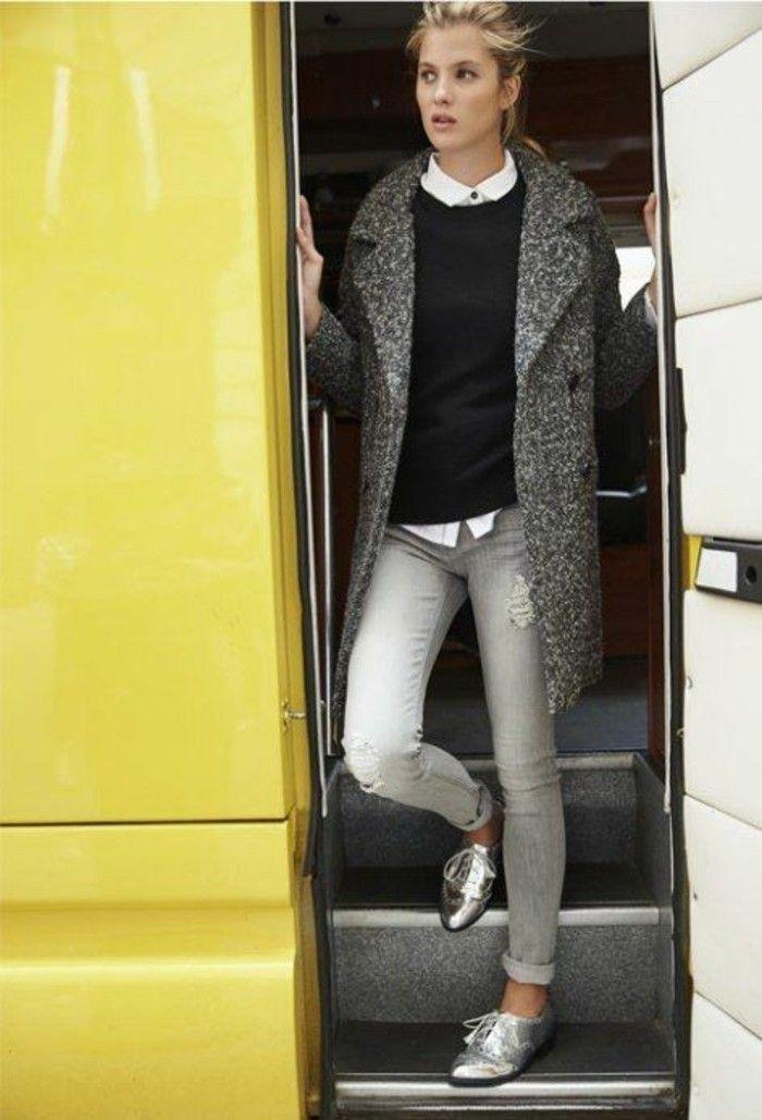 jolis derbies argentés, une tenue simple et élégant, tendance manteau boyfriend gris