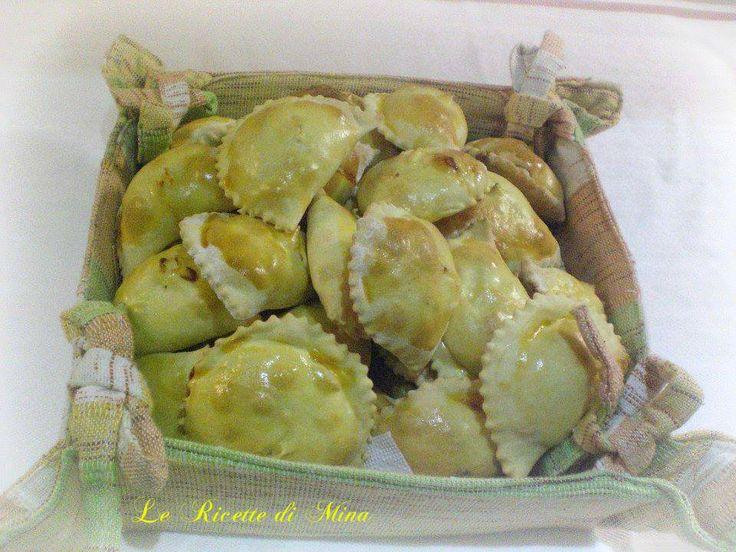 I Fiadoni abruzzesi sono dei rustici che si mangiano durante le feste di Pasqua, esistono 2 versioni, io vi mostro quella con la ricotta