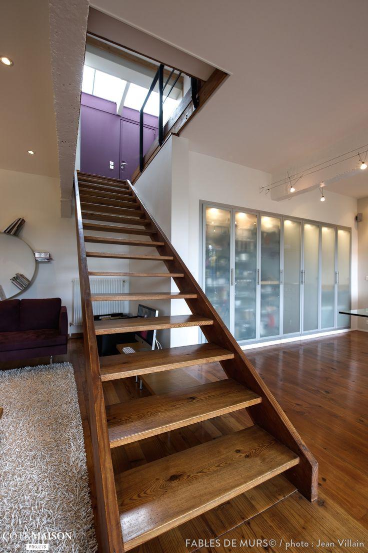 un escalier en bois fa on echelle qui s 39 int gre parfaitement dans le salon plus de photos sur. Black Bedroom Furniture Sets. Home Design Ideas