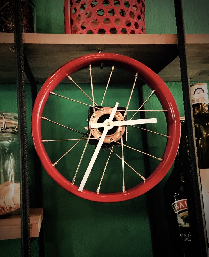 Special clock from recycled bicycle wheel