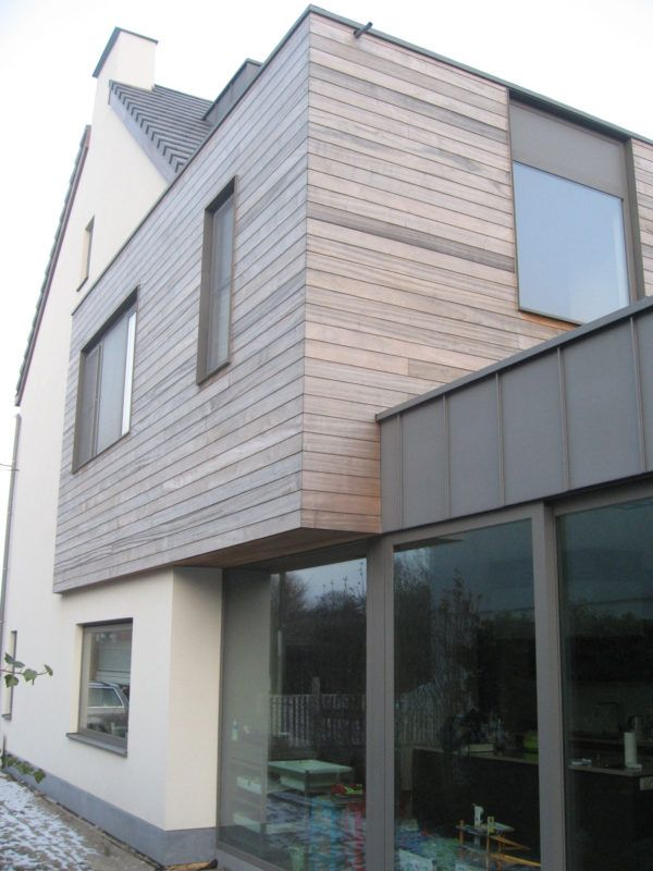 Halfopen bebouwing, combinatie crepi, houten gevelbekleding & zink – Ypsilon architecten