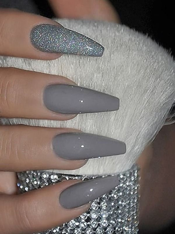 Amazing Medium Gray Nails Acrylic Coffin With An Accent Glitter Nail Greynails Best Acrylic Nails Coffin Nails Glitter Fall Acrylic Nails