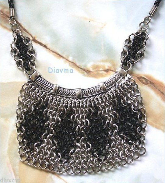 chainmaille black & silver Necklace on a chain?