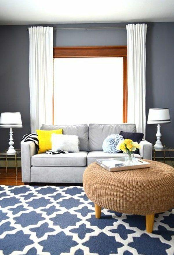 Wohnzimmer Wandfarbe Grau Rattanmöbel Sofa Weiße Gardinen