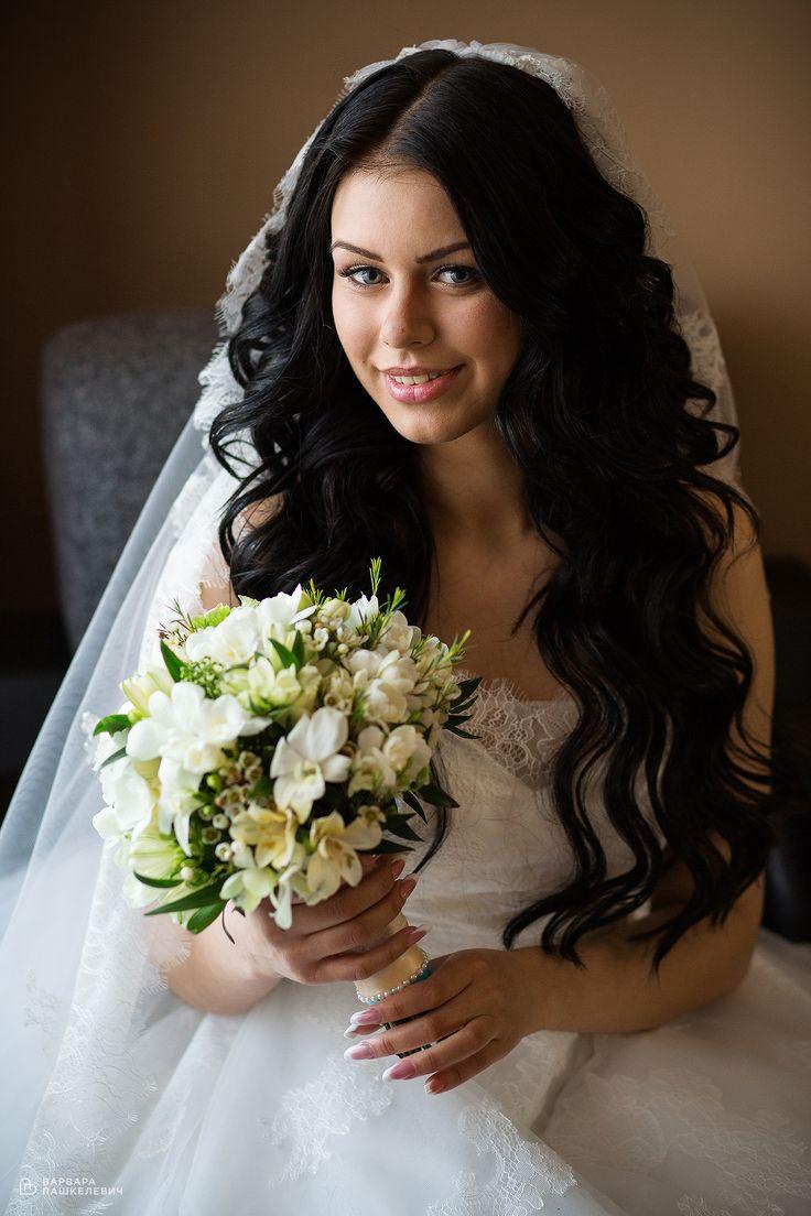 Невеста с белыми цветами