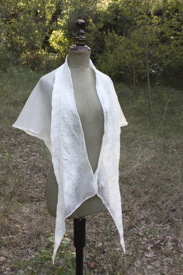Organza, silk fiber and merino wool. Made in collaboration with Aloma Lafontana.