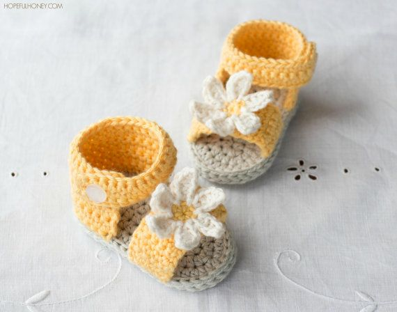 CROCHET PATTERN  Daisy Delight Baby Sandals by HopefulHoneyDesigns