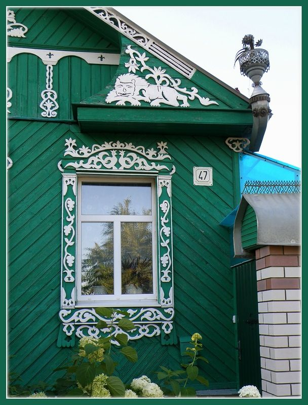г.Суздаль green and white walls