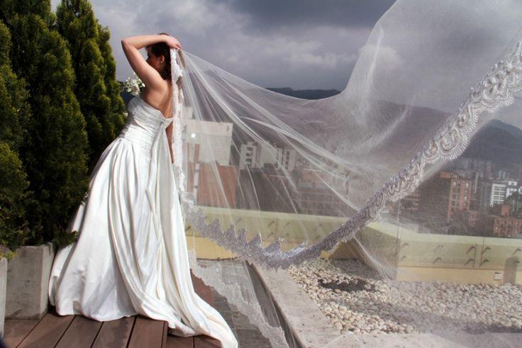 Hermosa #Novia con su velo @CarlosBaqueroF www.carlosbaquerofotografia.com