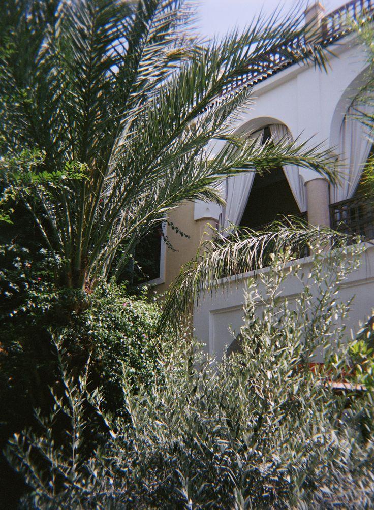 A l'ombre de la terrasse, une suite de 70m2 et sa salle de bain extérieure. © 2015 Marion Lécrivain.