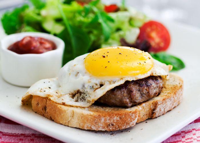 Parisare med stekt ägg