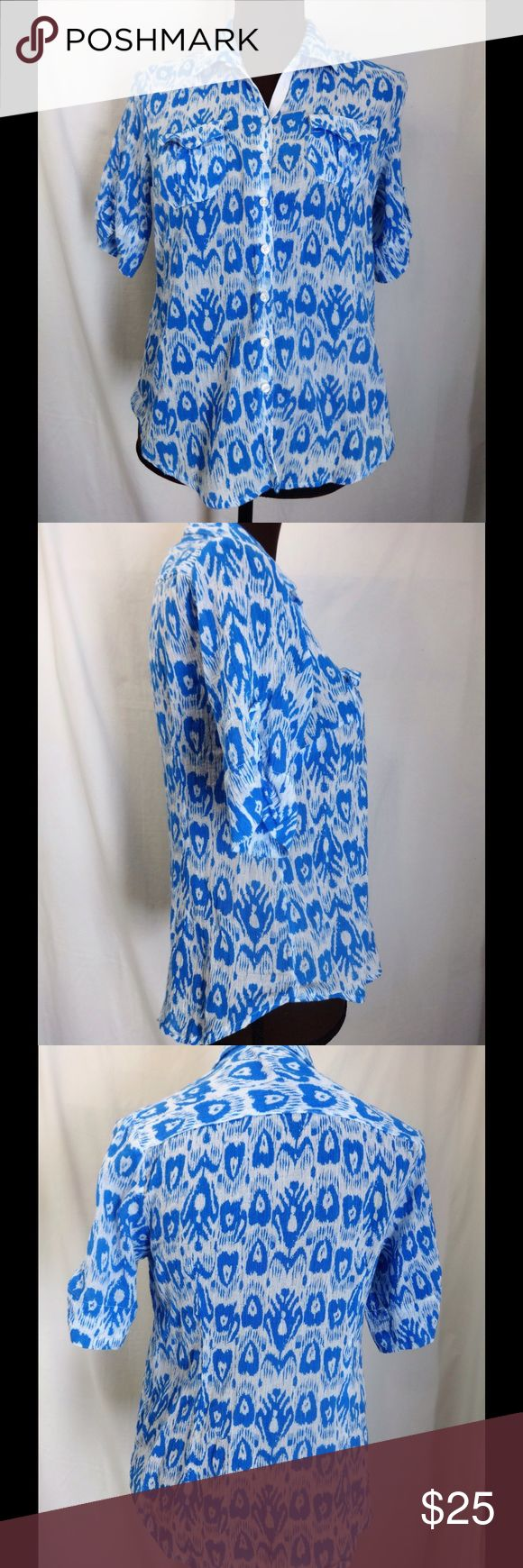 Women's Short Sleeve Button Down Top Lightweight, short sleeve, button down shirt. Two small pockets in the front. Pretty blue and white pattern. 100% cotton. Armpit to armpit 18 inches. Length 23 inches. Banana Republic Tops Button Down Shirts