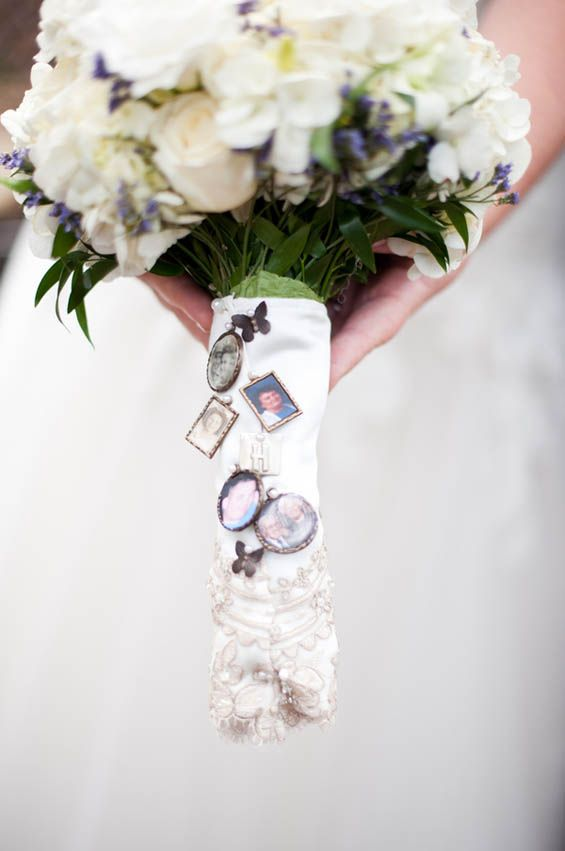 Bouquet charms paying tribute to the bride's relatives