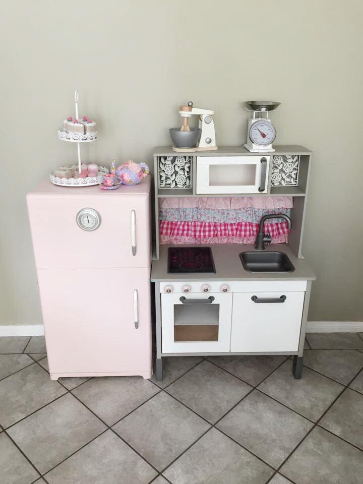 Ikea play kitchen makeovers ikea k kken b rnev relse og for Play kitchen set ikea