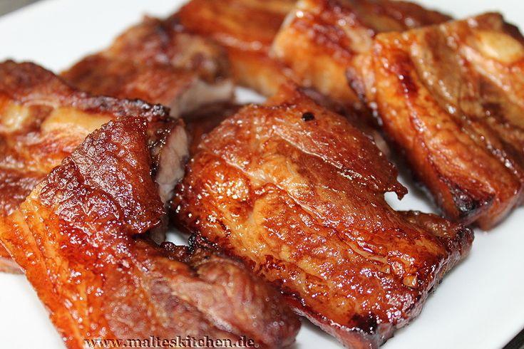 Rezept für einen Teriyaki-Schweinebauch. im meinem Kühlschrank waren noch 3 Scheiben Schweinebauch und die wurden in einer Teriyaki Marinade gebadet.