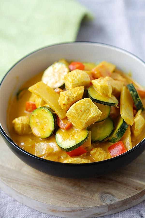Thai Yellow Curry - creamy yellow curry recipe loaded with chicken, zucchini and bell peppers. So easy and much better than takeout | rasamalaysia.com