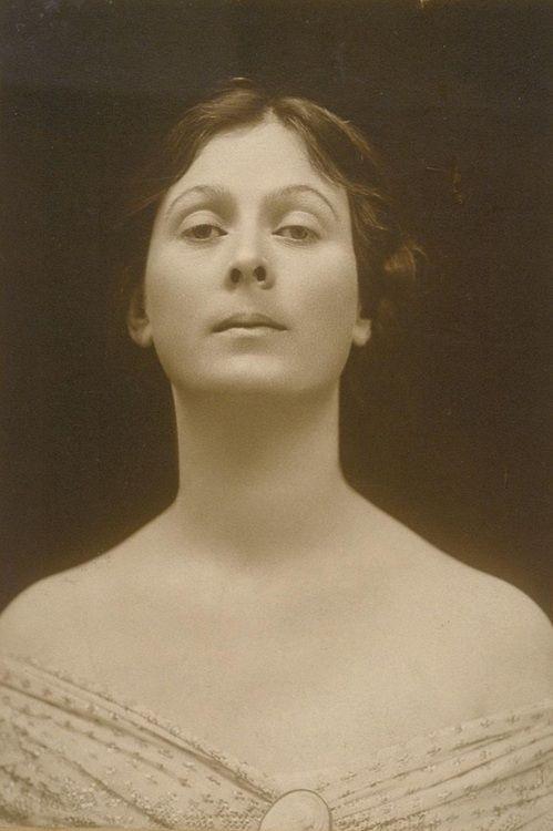 Isadora Duncan  http://www.annabelchaffer.com/categories/Ladies/