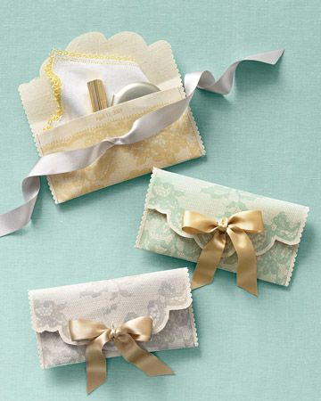 DIY lace clutches (bridesmaid gifts with wedding day necessities)