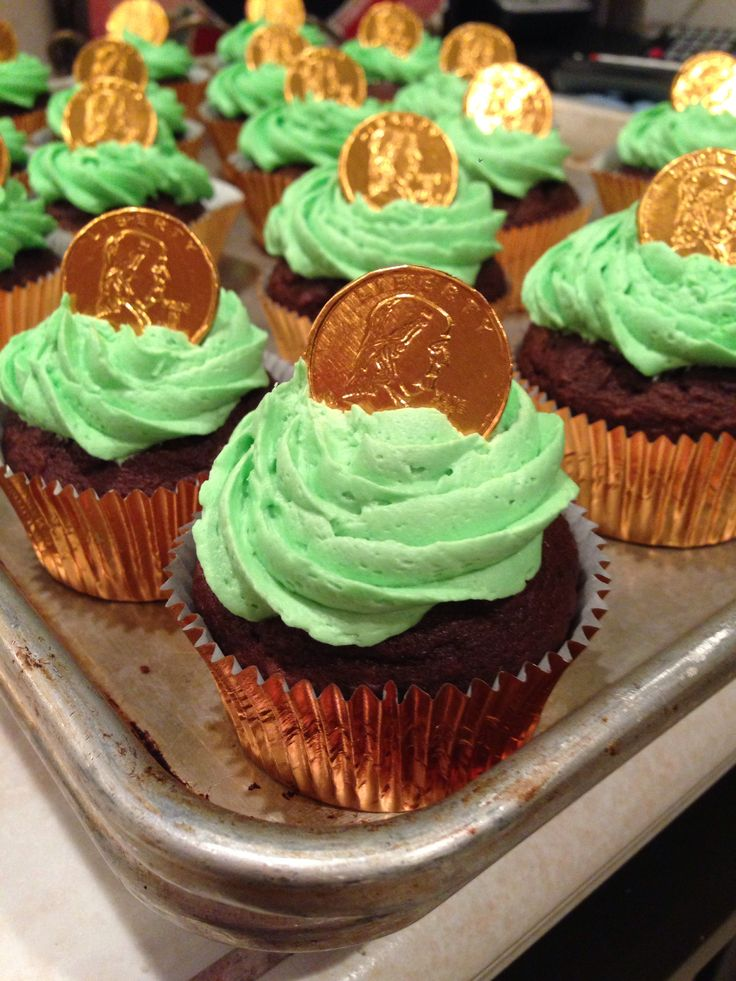 St Patrick's Day Cupcakes! I just love these.