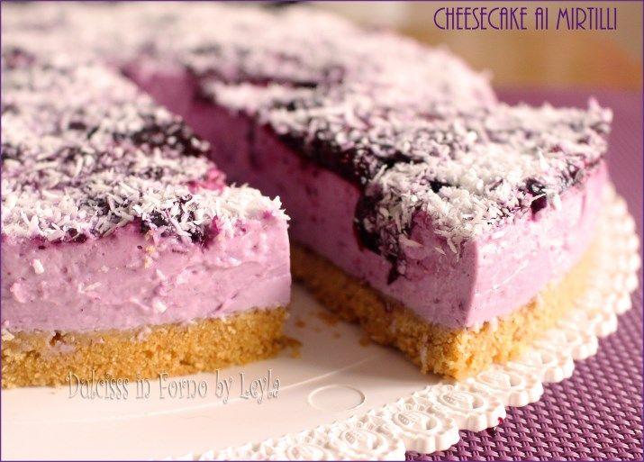 Una ricetta deliziosa per una Cheesecake ai mirtilli leggera e molto golosa. Preparata con yogurt greco, senza aggiunta di panna montata e senza forno.