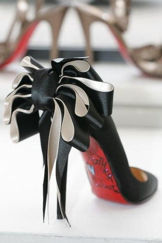 One of my favorite Louboutins. The ribbon looks a lot better when the loops are separated and look fuller.