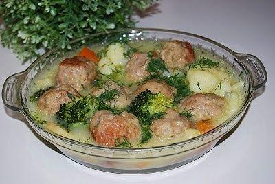 Frykadelki  w sosie z warzywami