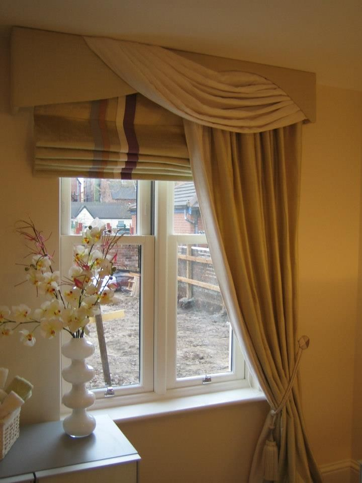 Swagged Pelmet Dress Curtain To One Side And Working Roman Blind. Great For  Small Window