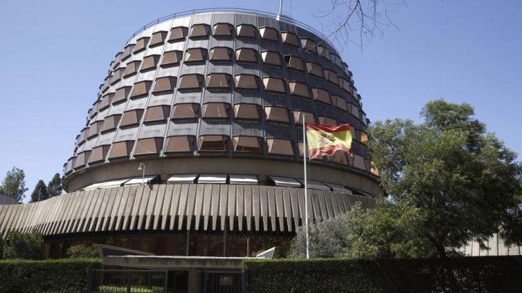 El Constitucional frena la ley exprés catalana