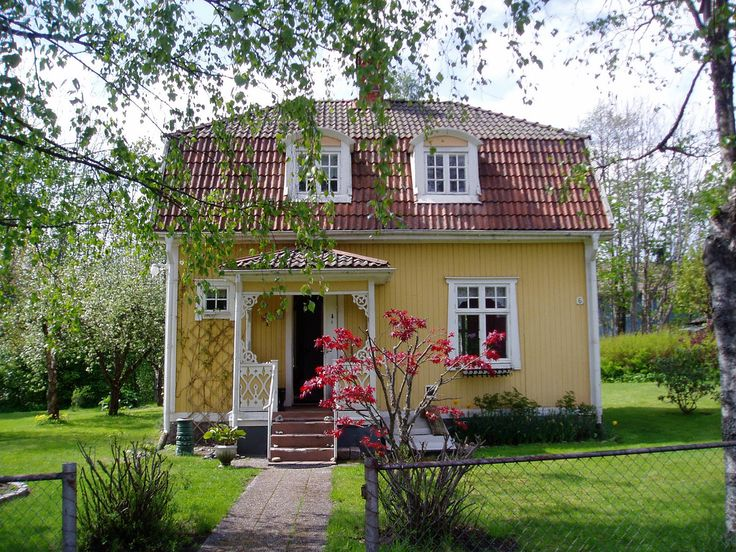 My Swedish house: front view in May 2007 Pretty gingerbread