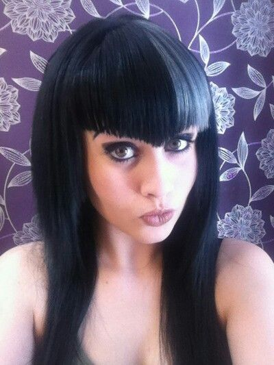 I sorta, kinda want some V bangs... I like the subtlety of these but they would have to be a little shorter.