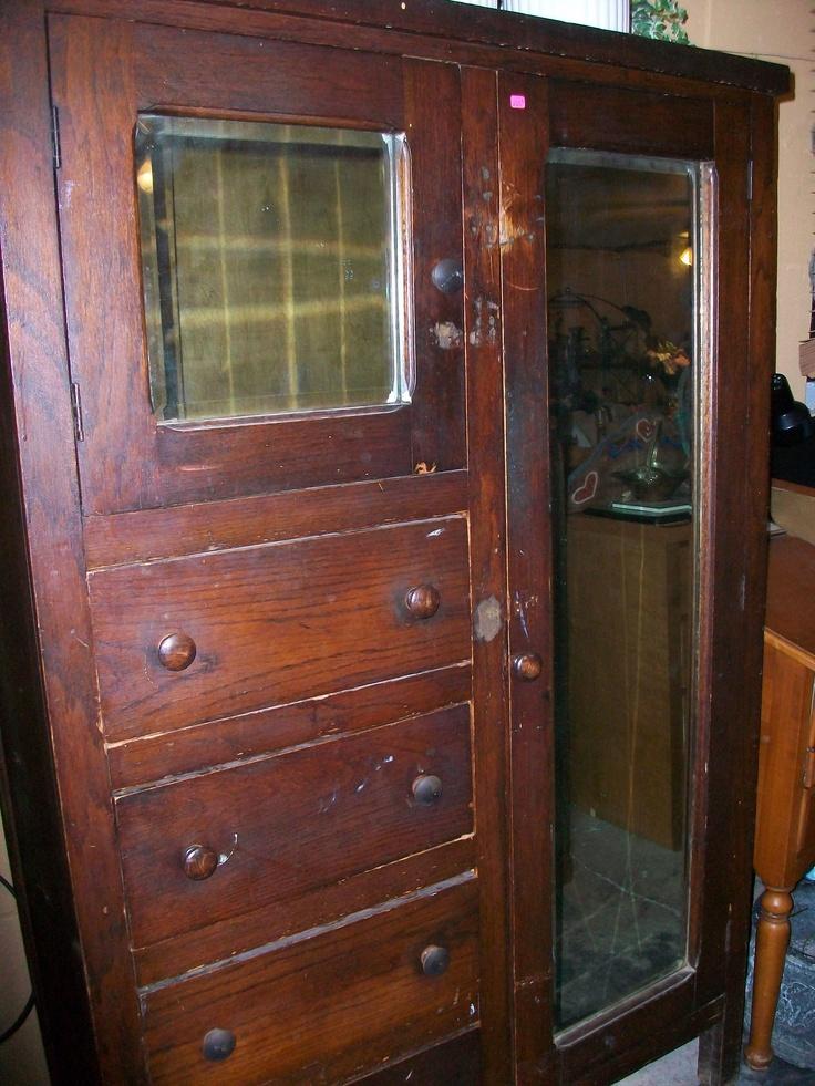 Nice vintage oak gentlemens chifforobe has 4 drawers mirror hat box and mirror full length