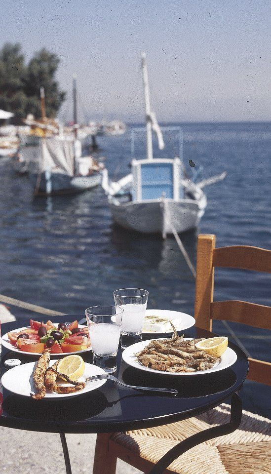 This picture smells  ouzo and Greek summer!!! I'd love to be here! This is my kind of heaven.