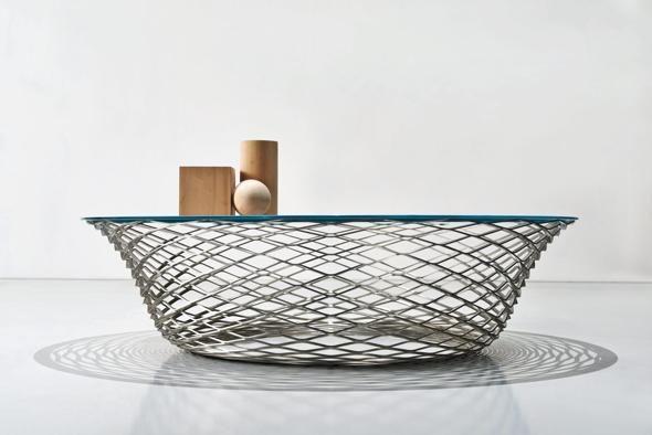 Molteni, tavolino teso, design Foster+Partners, da 2.045 euro