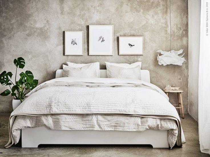 När Knut Hagberg och Marianne Hagberg fick uppdraget att designa en ny sängram för IKEA vände de sina huvuden åt öst. De hittade inspiration i den rena estetik som finns i japansk design och grafisk pappersorigami. ASKVOLL sängstomme, NATTLJUS påslakan, KARIT överkast.