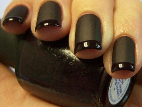 Black matte fingernails with glossy tips. Love!