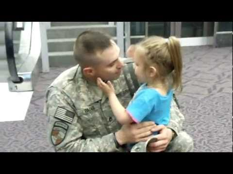 Little Girl Welcomes Home Soldier Dad at Airport | The Veterans Site Blog