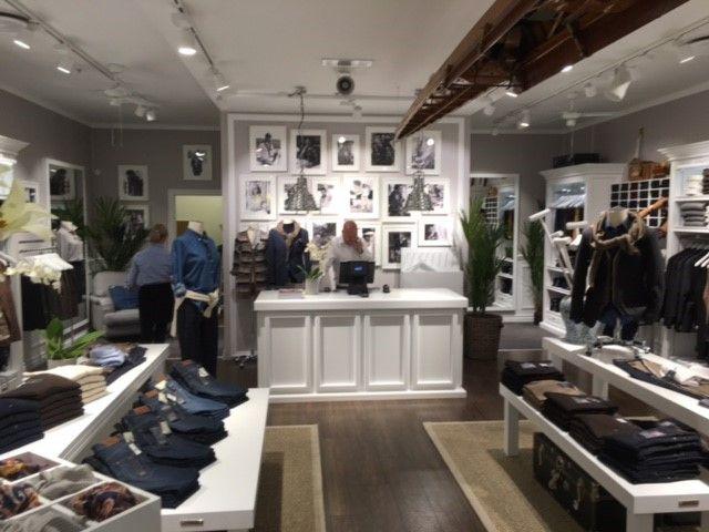 KS Projekt levererar till Park Lane. Den andra butiken öppnades 18/8 på Sandvika Storsenter. KS Projekt har ritat, levererat inredning och monterat.