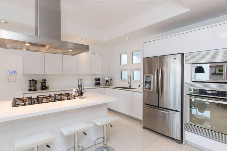 Wie kann ich eine weiße Küche am besten einrichten?