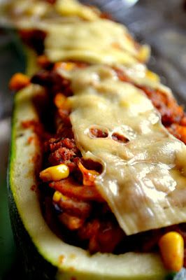 Zucchini stuffed with chicken and vegetables