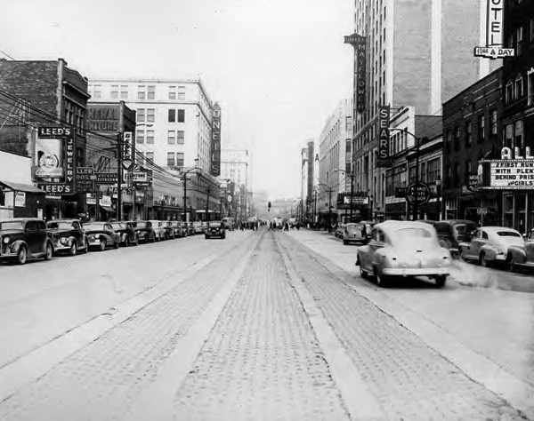 Main Street in Akron, Ohio in 1947 where I lived, but in the '50's. I lived on North Hill and went to Jennings and then to North.