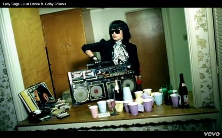 "The Dynasty ES-555 ""Disco Lite"" in Lady Gaga's ""Just Dance ft. Colby ODonis"" video. Who created the ES-555?"