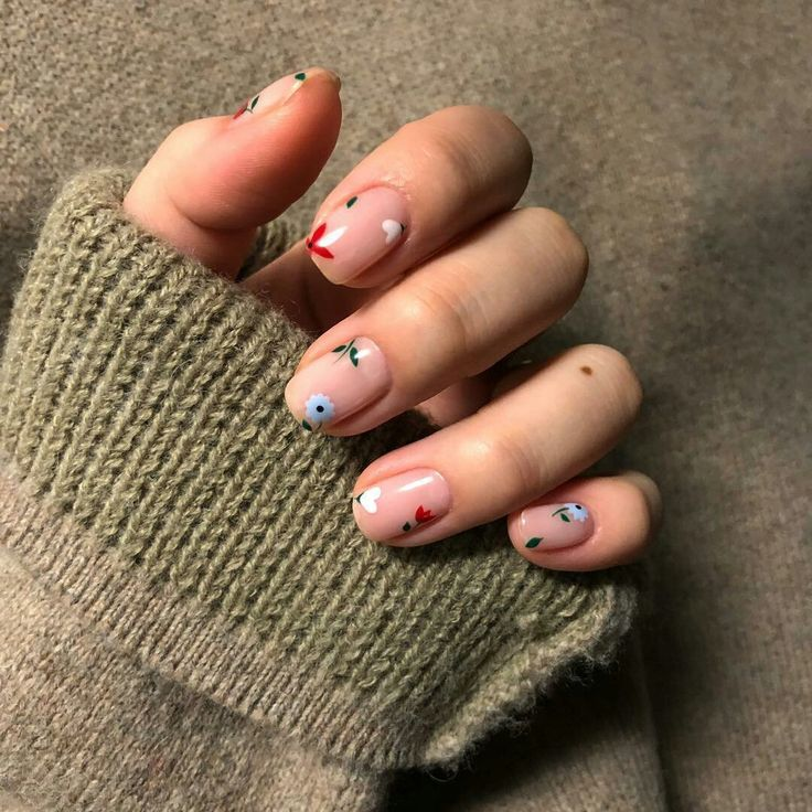 Spring & Summer Vibe Manicure: So beautiful minimal floral nail art by nailluire…