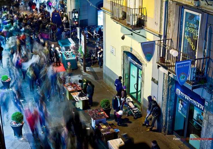 via chiaia-napoli-peopleon the move
