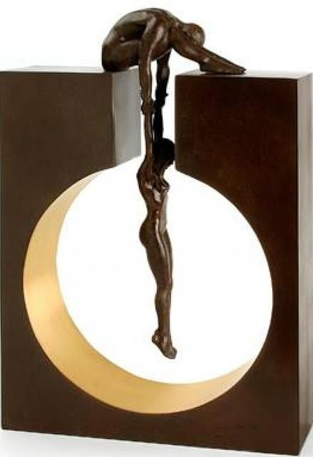 "Lorenzo Quinn, Per più informazioni leggi qui: http://www.tuttartpitturasculturapoesiamusica.com/2012/03/lorenzo-anthony-quinn-1966-sculpture.html © Tutt'Art@ | Pittura * Scultura * Poesia * Musica |Rescue Just beautiful. You can really see the weight of the ""people"" balanced correctly. Link to other sculptures"